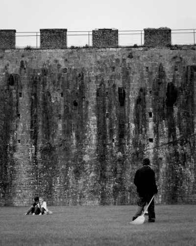 Sweeper and Couple / Pisa 2013